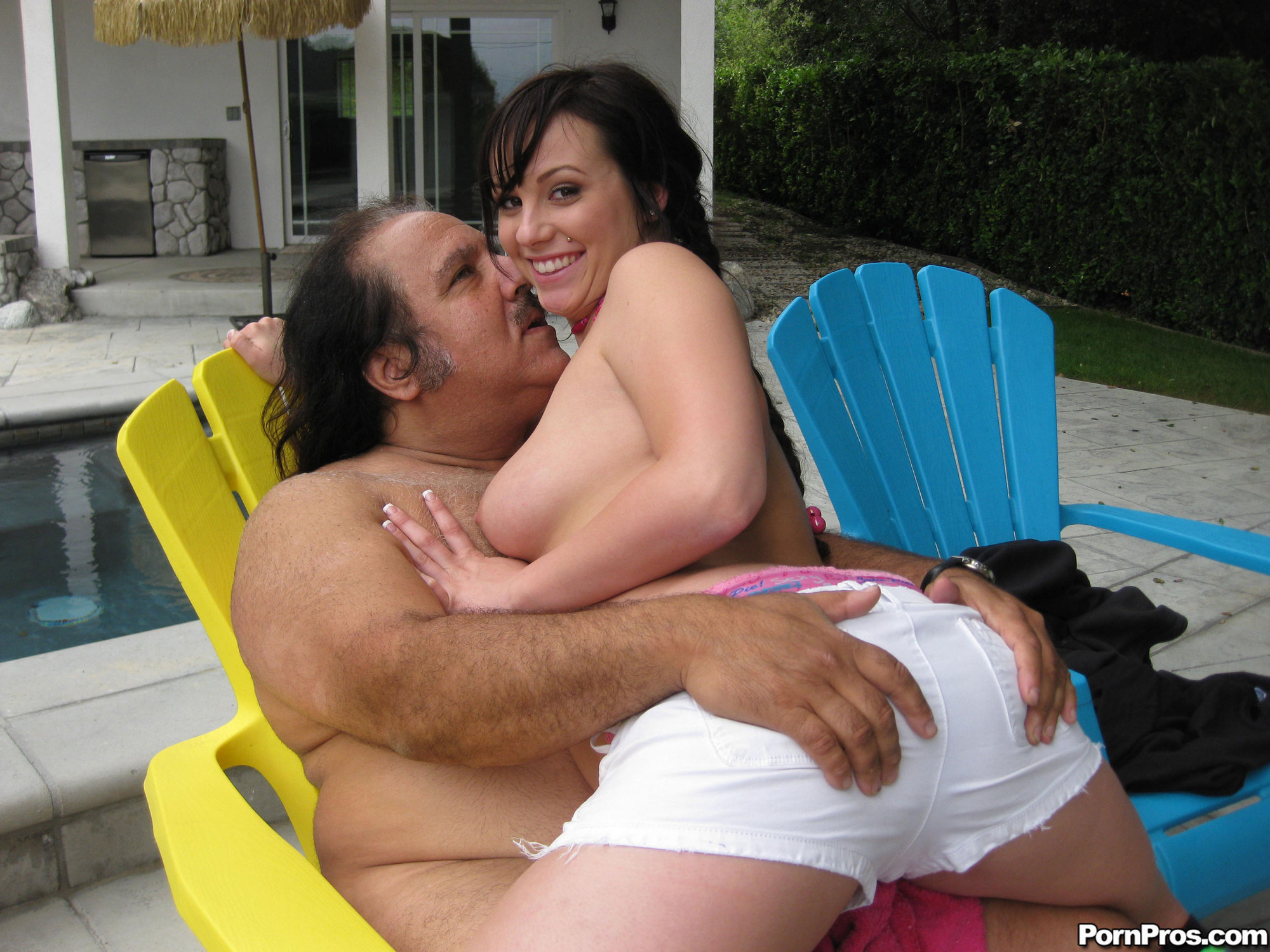 mercedez-oiled-how-big-is-ron-jeremy-s-dick-hand