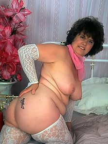 Mature Plumper Spreading with Trimmed Pussy on the Bed
