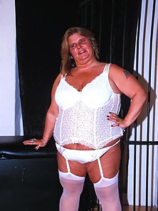 Plumper poser spreads in her white stockings