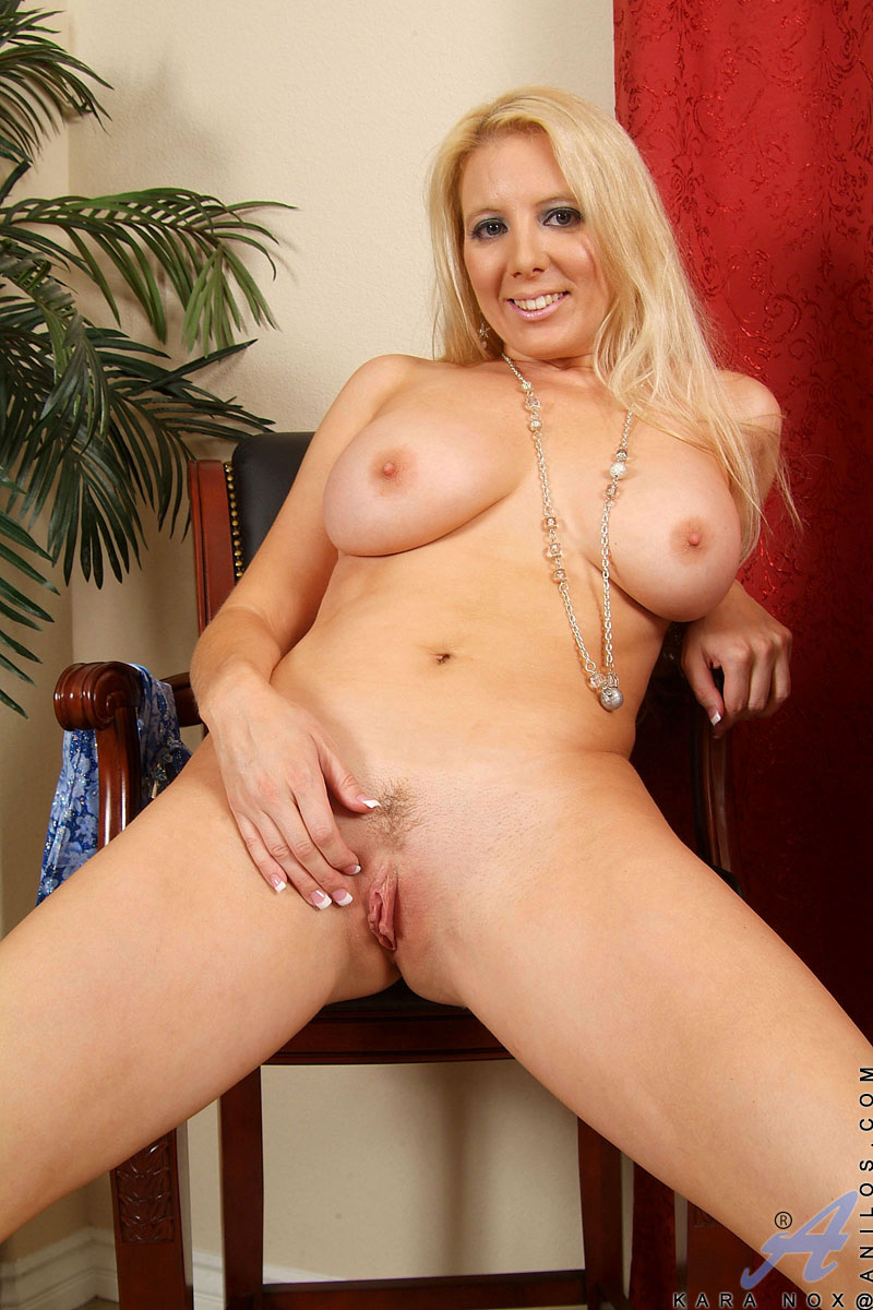 busty anilos milf with puffy nipples spreads her juicy matured