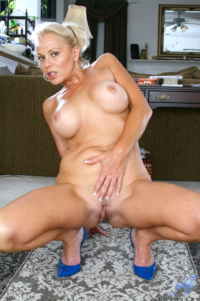 Mature Blondes Nude