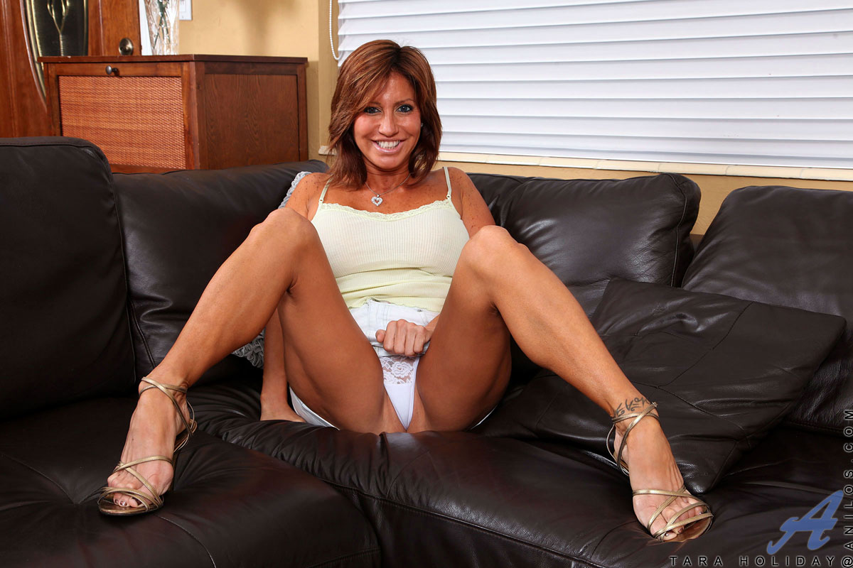 anilos tara holiday spreads her legs wide open and shows off her ass