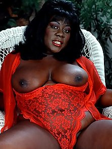 Fat Black Plumper in Red Lingerie Posing and Spreading Pussy