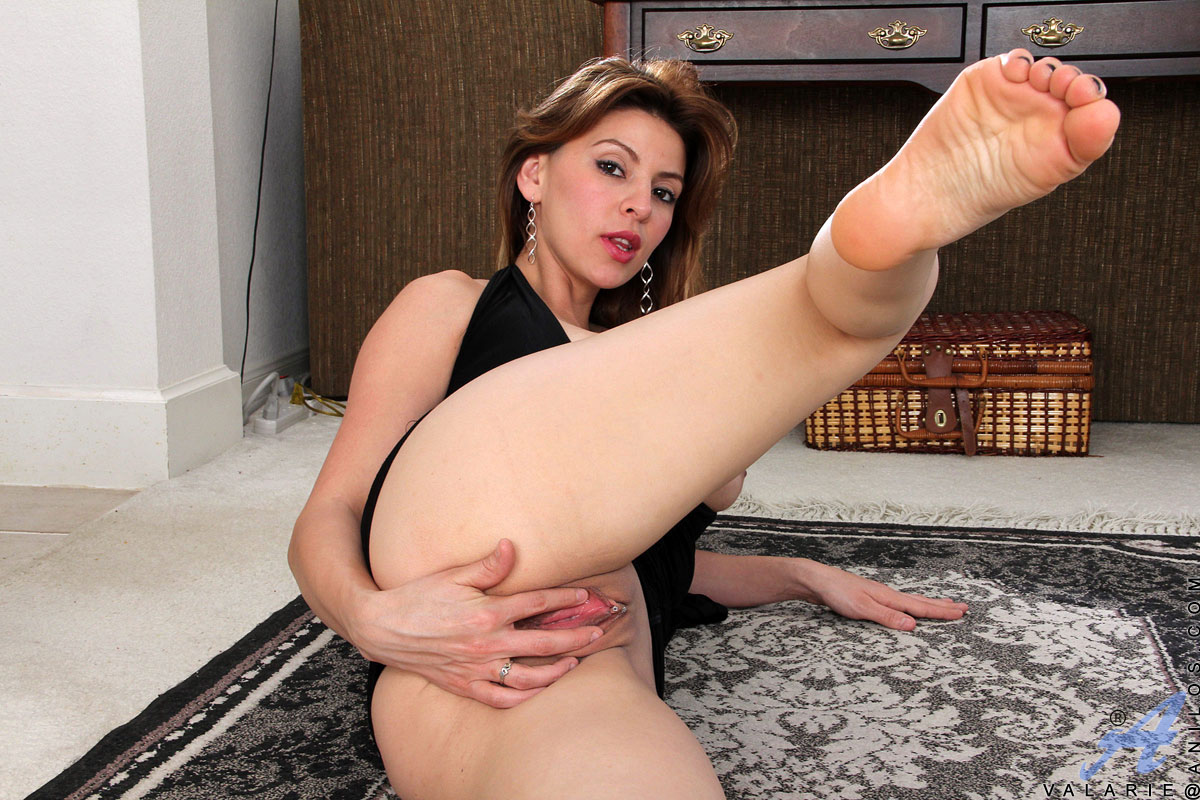 classy latina anilos valarie pulls up her sexy dress and shows off