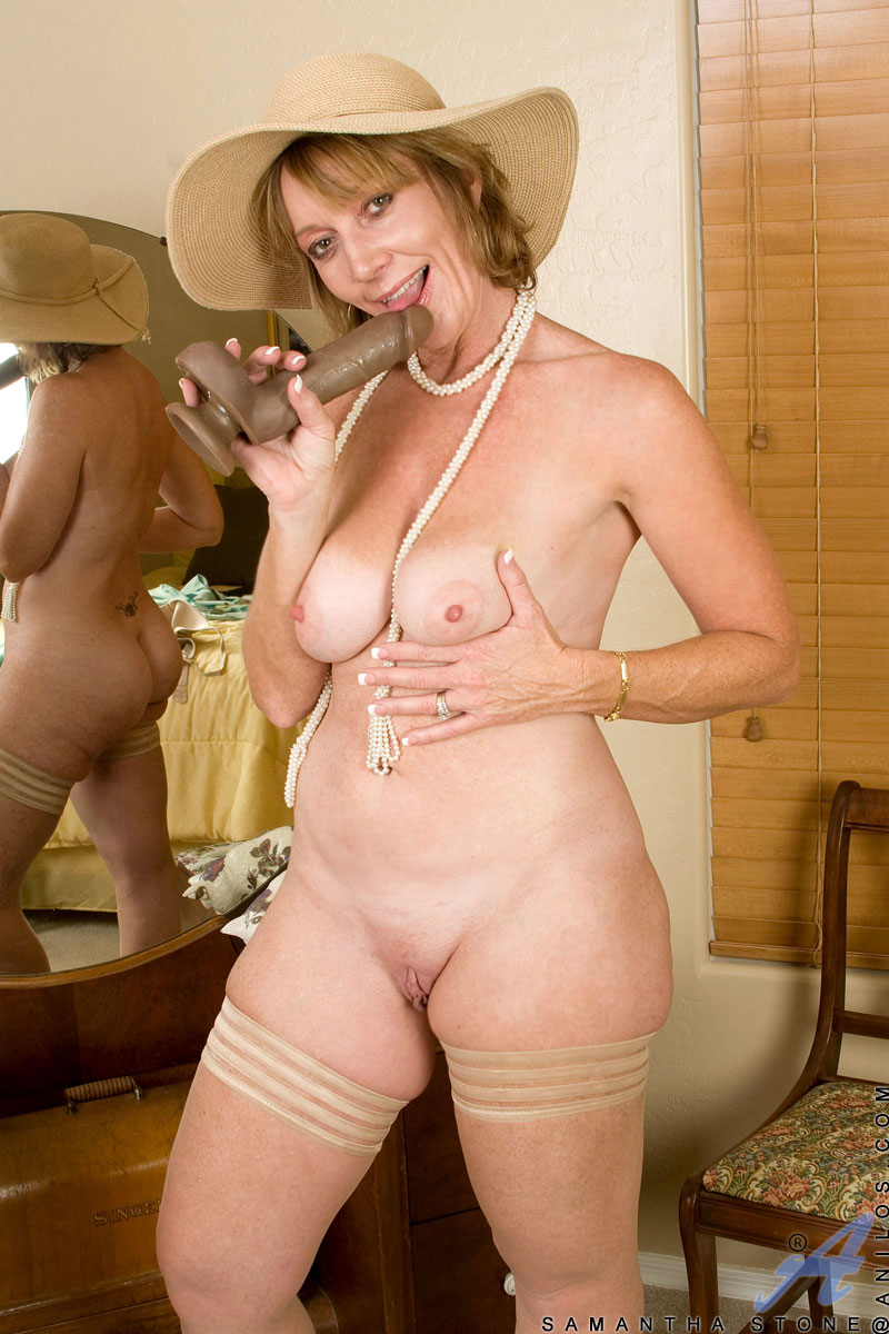 alluring milf samantha stone tortures her cougar snatch with a