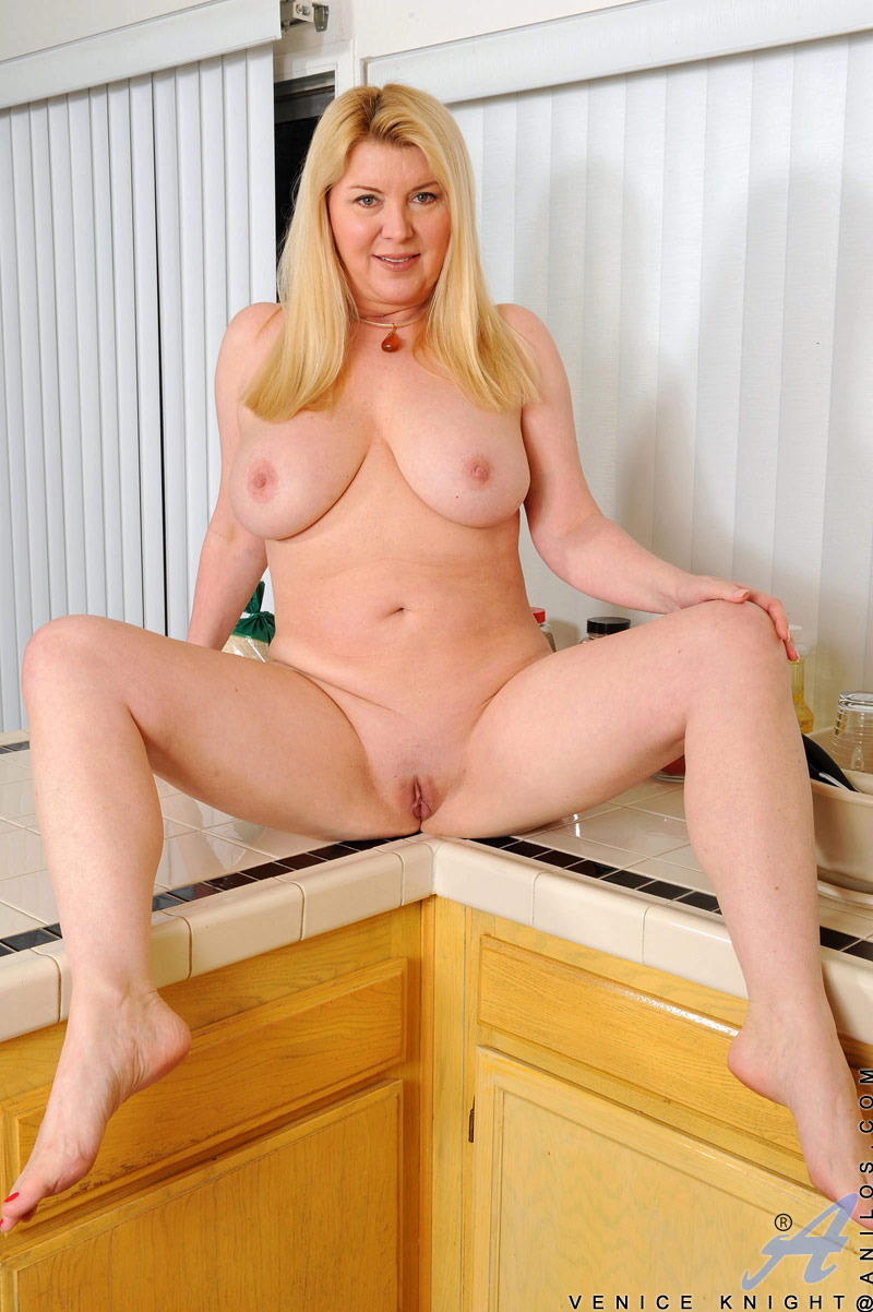 Think, that Volupsious blond nede cougars amusing idea
